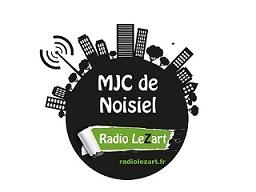 Radiolezart.fr, une webradio créée en janvier 2014 par la MJC MPT de Noisiel et Turbulences.